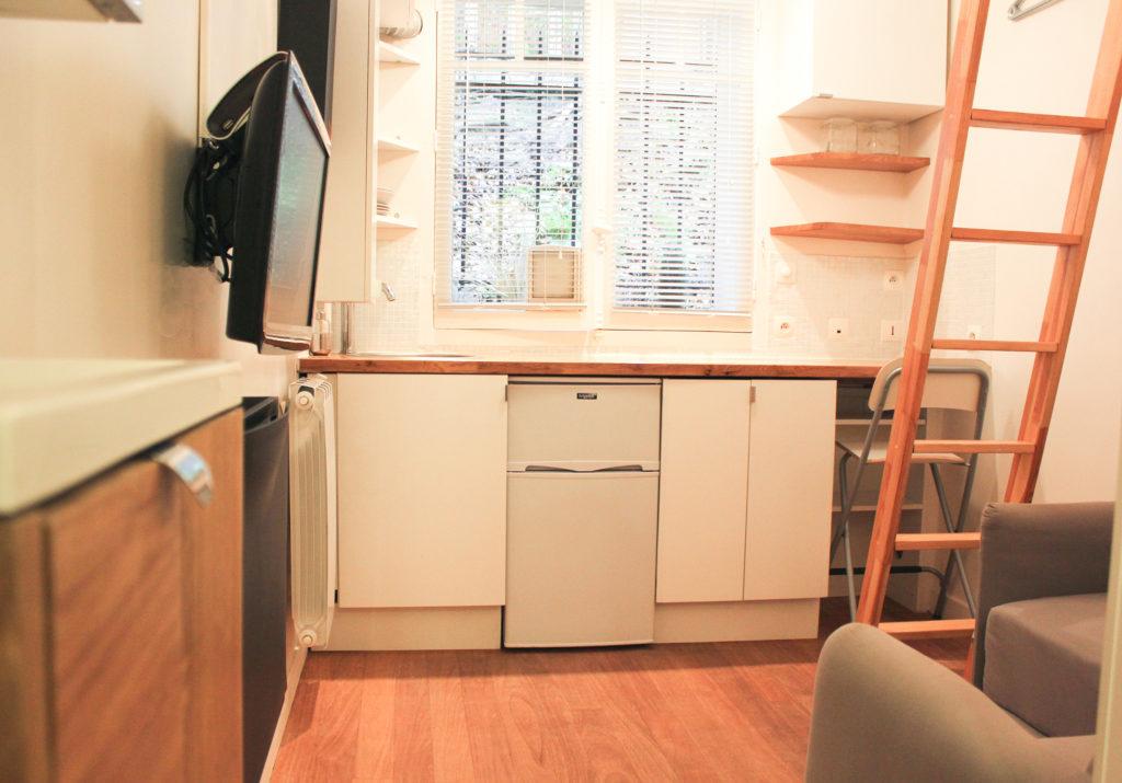 Chambre de service de 8 m² rénovée et aménagée à Paris 17ème