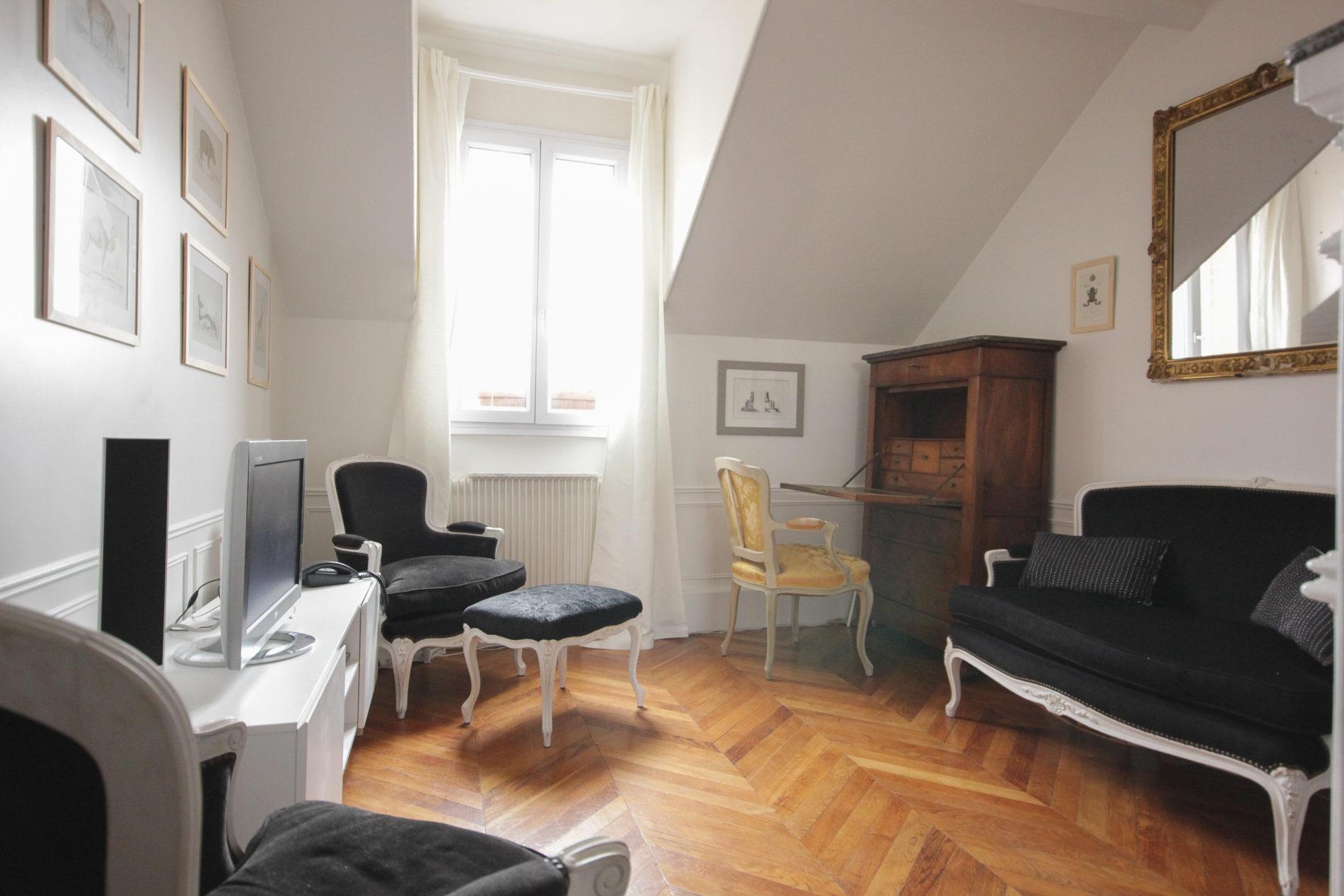 Decoration Appartement Haussmannien un petit 2 pièces sans charme se mue en appartement