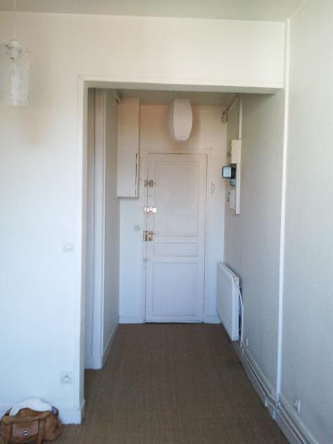 Un appartement 2 pièces complètement rénové et transformé en appartement haussmannien