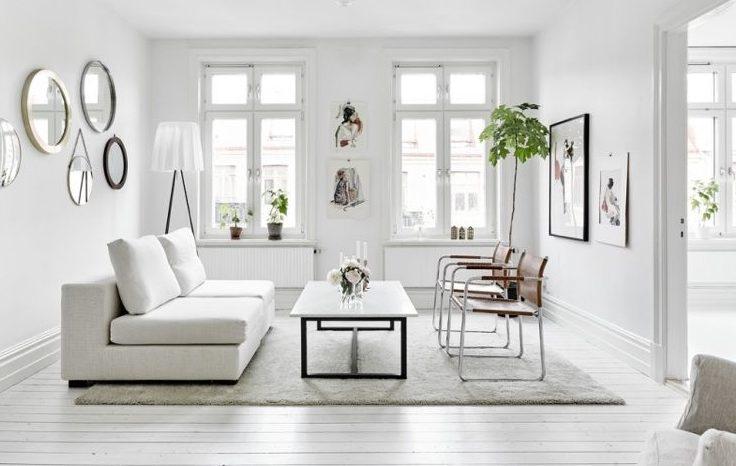 Utiliser du mobilier épuré, un moyen d'illuminer une pièce et de la faire paraitre moins sombre et chargée.
